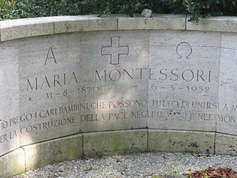 800px-Maria_Montessori_Grave