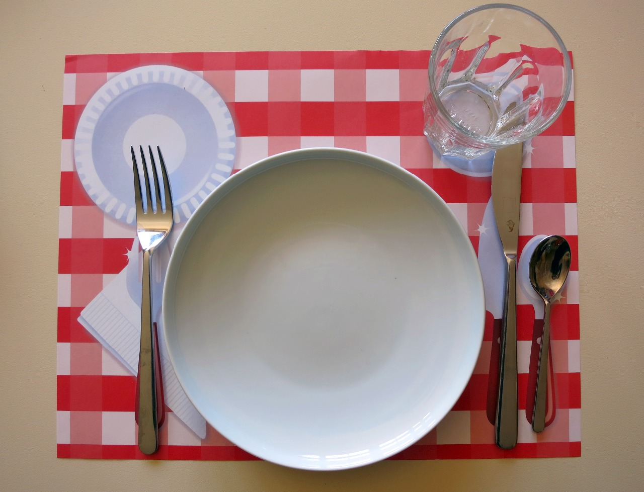 Attività Montessori a casa - Preparare la tavola