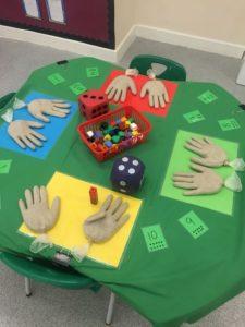 attività per bambini con la sabbia